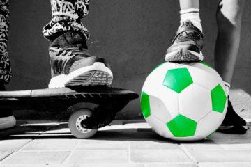 Skeittilauta ja jalkapallo